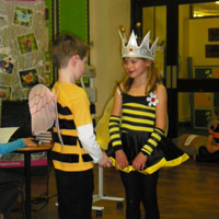 school_meadows_play_bee